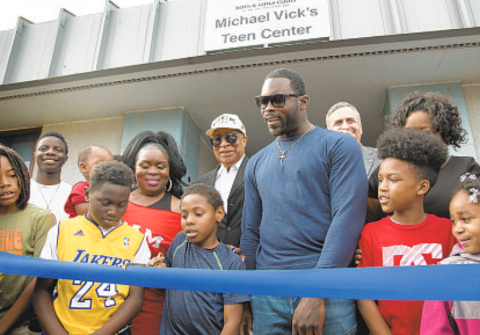 Michael Vick donates to renovate Boys and Girls Club teen room